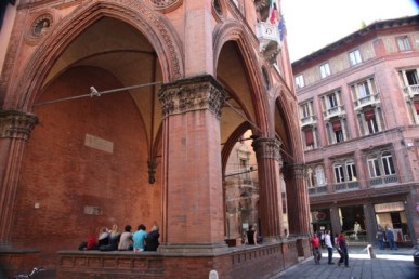 Bologna arches students