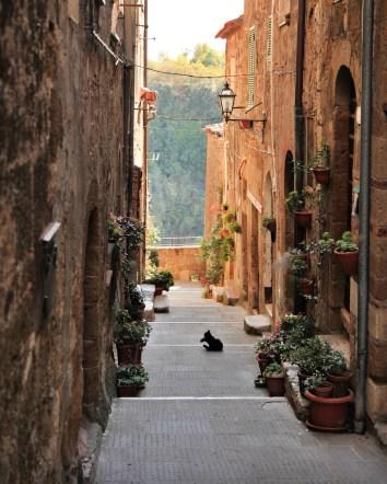 Pitigliano alley