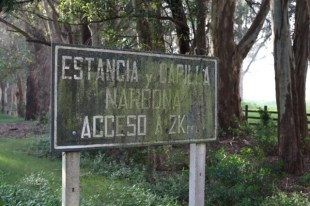 Carmelo highway sign