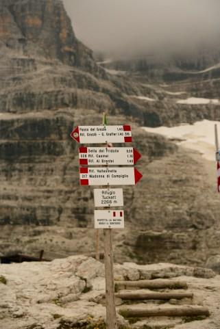 Rifugio Tuckett signs