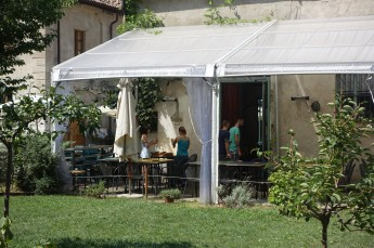 Un Posto Milano outdoor dining