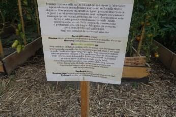 Un Posto Milano garden sign
