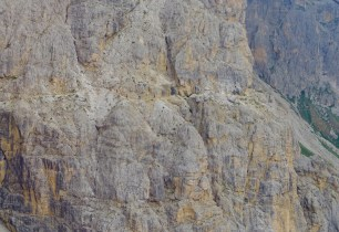 Can you see the trail cut right into the side of the sheer cliff? Damn, I wish I did that.