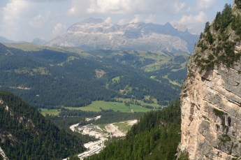 On the 8-9 hour #11 trail through the Fanes-Senes-Braies Nature Reserve you climb for about one hour, pretty straight up, until you hit a grand plateau that will be your guide for the day.