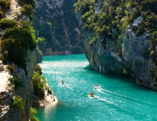 Gorge du Verdon boaters in canyon