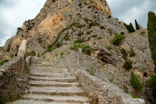 Moustiers-Ste-Marie chapel walk steps