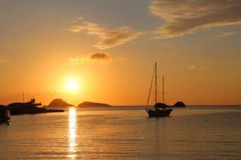Karavostasi Folegandros sailboat sunrise