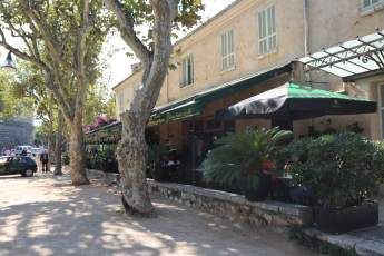 Saint-Paul-Du-Fence bistro