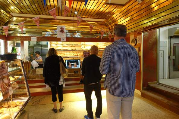 Camellas-Lloret bakery run