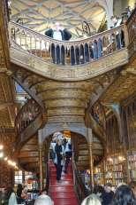 Livraria Lello interior stairs