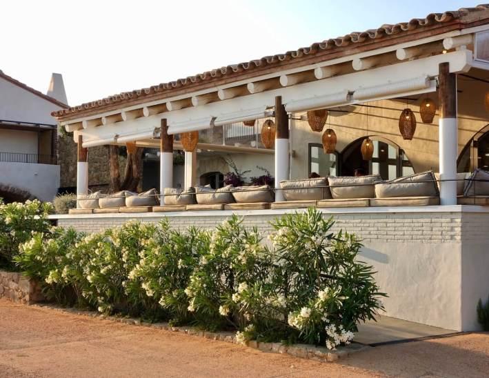 Hotel Mas Lazuli restaurant exterior