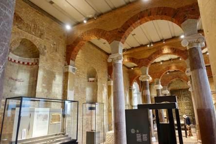 Neues Museum columns