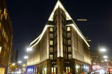 Chilehaus at night