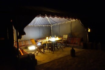 They have a cool bedouin dining tent where you can relax, sitting on the Omani couches on the ground. As it turns to darkness, the tent becomes a beacon for the whole camp. Like a big lantern.
