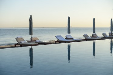 Chedi_Muscat_pool_sunrise