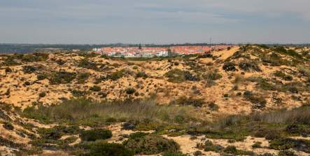 The auxiliary parking lot is just around the bend and up a steep road from Zambujeira do Mar