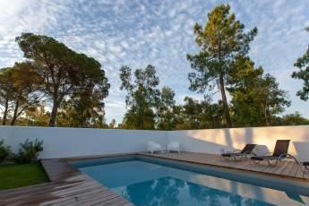 Brejos Villa Comporta pool in morning