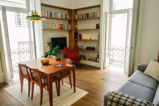 I could live here. Finally, I comfortable place with good comfortable seats. Bookshelves lined with not expected titles. Somebody put some thought into this..