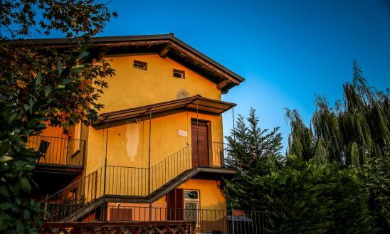 La Casa Gialla Monforte at sunrise
