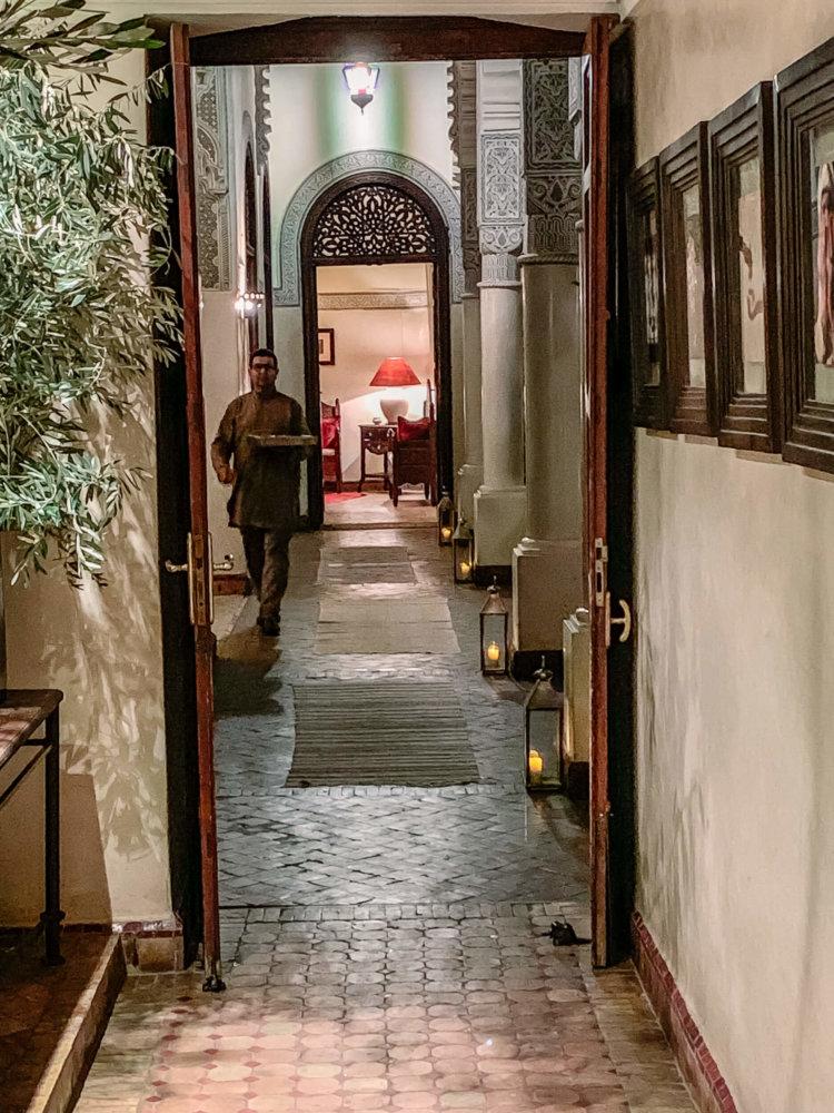 Villa des Orangers candle lit hallway