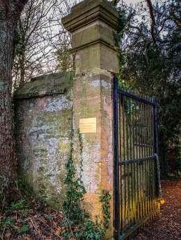 Château de Damigny gate