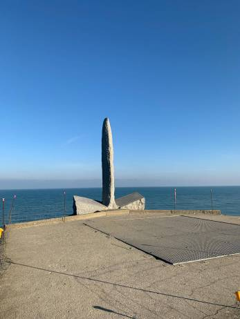 A monument in the shape of a dagger, similar to what the Rangers used to climb the cliffs. (Photo courtesy of @foginchicago)