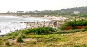 crowds Playa Mansa