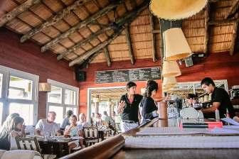 Parador La Huella bar