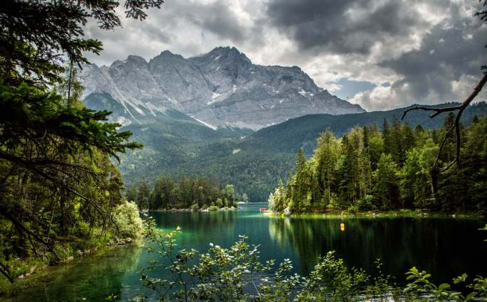 Hike around the Eibsee Bavaria