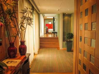 Villa Italia presidential suite pathway