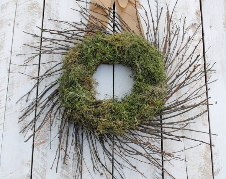 Moss decor: DIY wreath