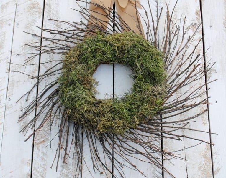Moss decor: DIY wreath