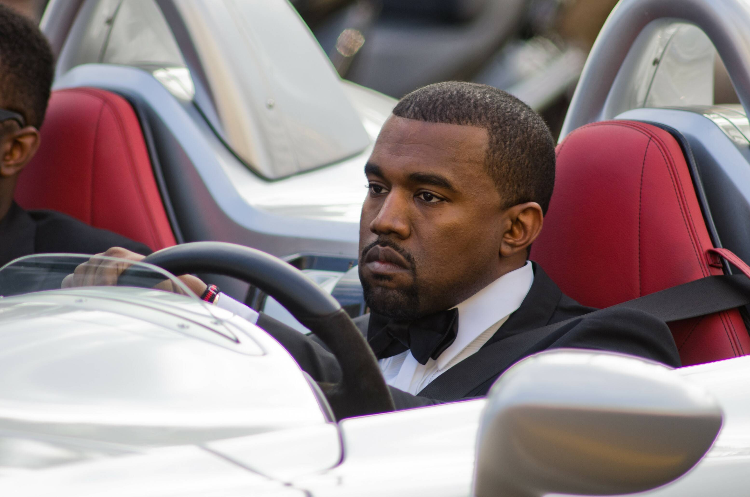 After landing a 10-year deal with Gap, Kayne West sends GPS soaring on new  Yeezy Gap line.