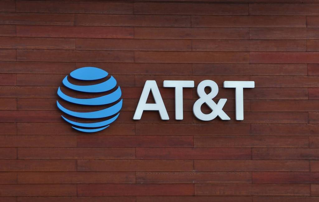 Breaking down AT&T's stock forecast for 2021