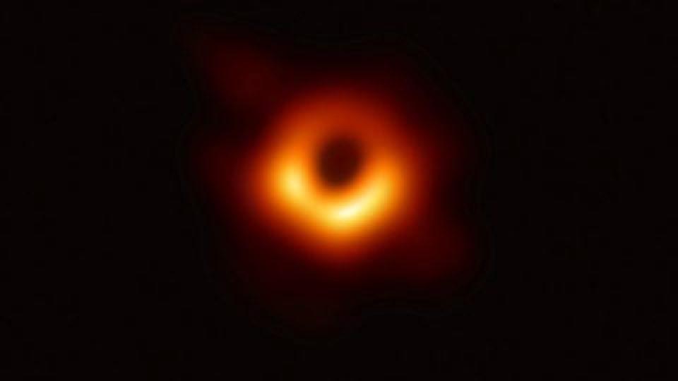 أول صورة ثقب أسود