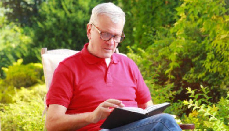 القراءة وسيلة للوقاية من ألزهايمر