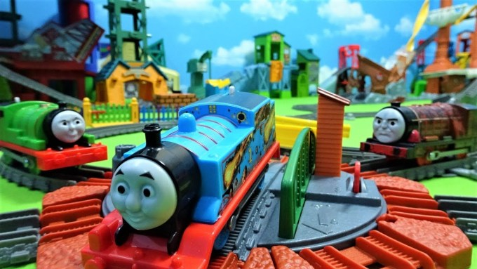 Thomas and Hurricane run on caves and Dragon tracks!Percy made a mistake track!for kids!yupyon