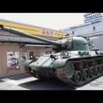 [水溜りボンド]本物の戦車でドライブスルー行ってみたwww