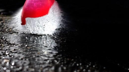 su balonu patlaması yavaş çekim
