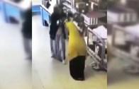 Markette Eldiven Takıp Adeta Unvan Maçı Yapan Teyzeler
