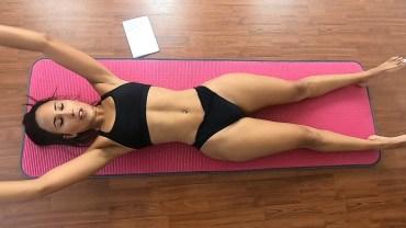 Bikinili Seksi Güzelden Karın Antrenmanı (Vücuda Hayran Kalacaksınız)