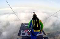 Dünyanın En Büyük Binasından Paraşütle Atlama