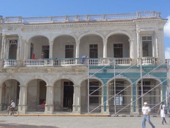 Bâtiment coloniaux à Santa Clara à Cuba photo blog voyage tour du monde https://yoytourdumonde.fr