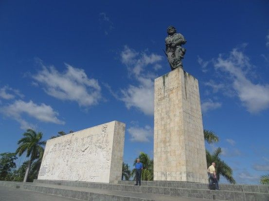 """Vous pouvez voir un mausolée mais aussi un musée en hommage à Ernesto Guevara surnommé le """"Che"""" du coté de Santa Clara à Cuba photo blog voyage tour du monde https://yoytourdumonde.fr"""