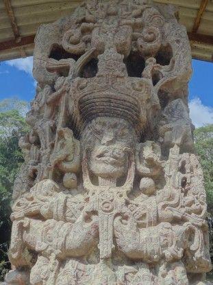 Stèle à Copan Honduras photo blog voyage tour du monde unesco https://yoytourdumonde.fr