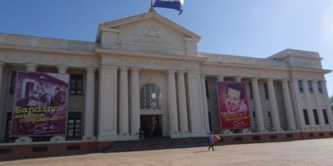 Nicaragua-Managua: L'ancien palais presidentielle.