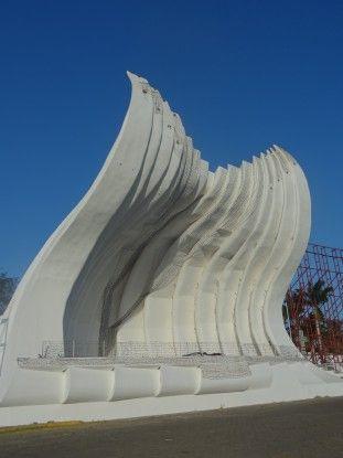 Oeuvre d'art dans le centre de Managua photo blog voyage tour du monde travel https://yoytourdumonde.fr