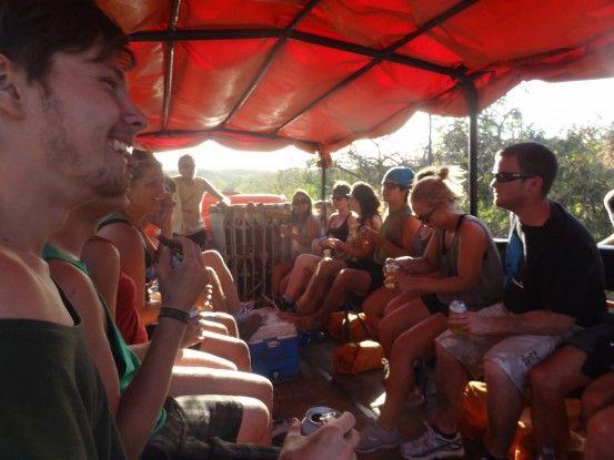 Notre 4x4 collectif pour aller au Volcan Cerro Negro au Nicaragua photo blog voyage tour du monde travel https://yoytourdumonde.fr