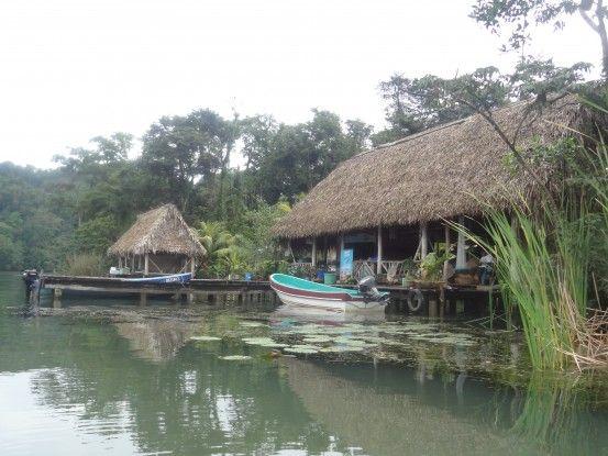 Croisière sur le Rio Dulce pour rejoindre Livingston photo blog voyage tour du monde travel https://yoytourdumonde.fr