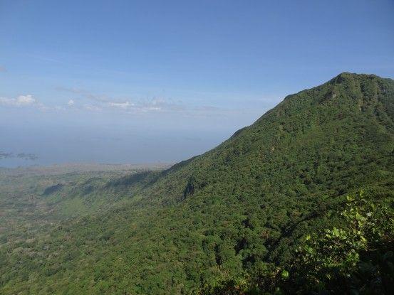Panorama depuis le volcan Mombacho depuis la foret humide photo blog voyage tour du monde travel https://yoytourdumonde.fr